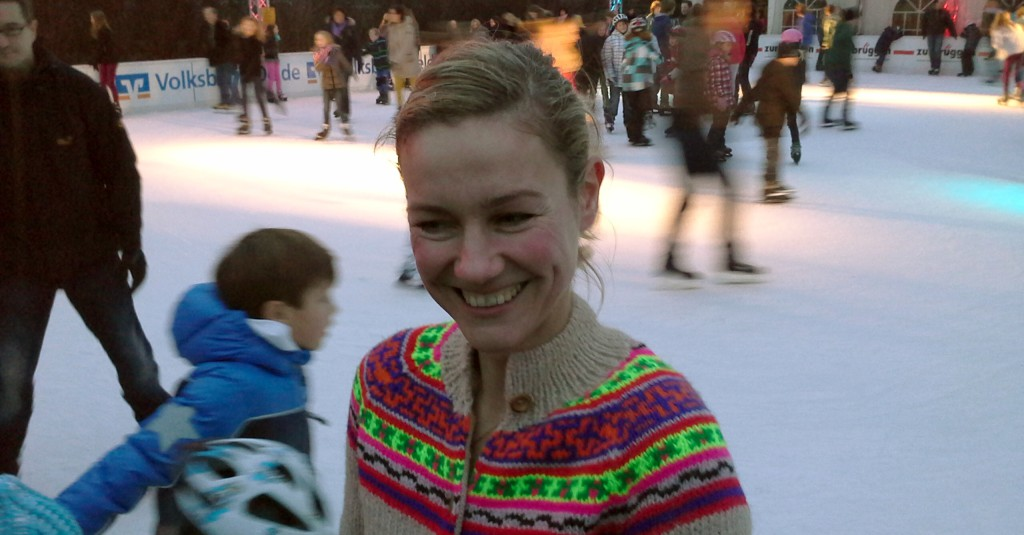 2012-12-22-Eisbahn Rhea Harder