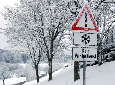 Kein Winterdienst oder vom wilden Schneefall überfordert? : © Rainer Sturm  / pixelio.de