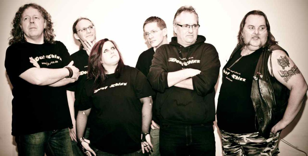 Die Band Deaf Chixx von links nach rechts: Ralf Merschhaus, Lukas Nowotny, Justine Kulescha, Andre Große Brinkhaus, Martin Bischoff und Andreas Grubert