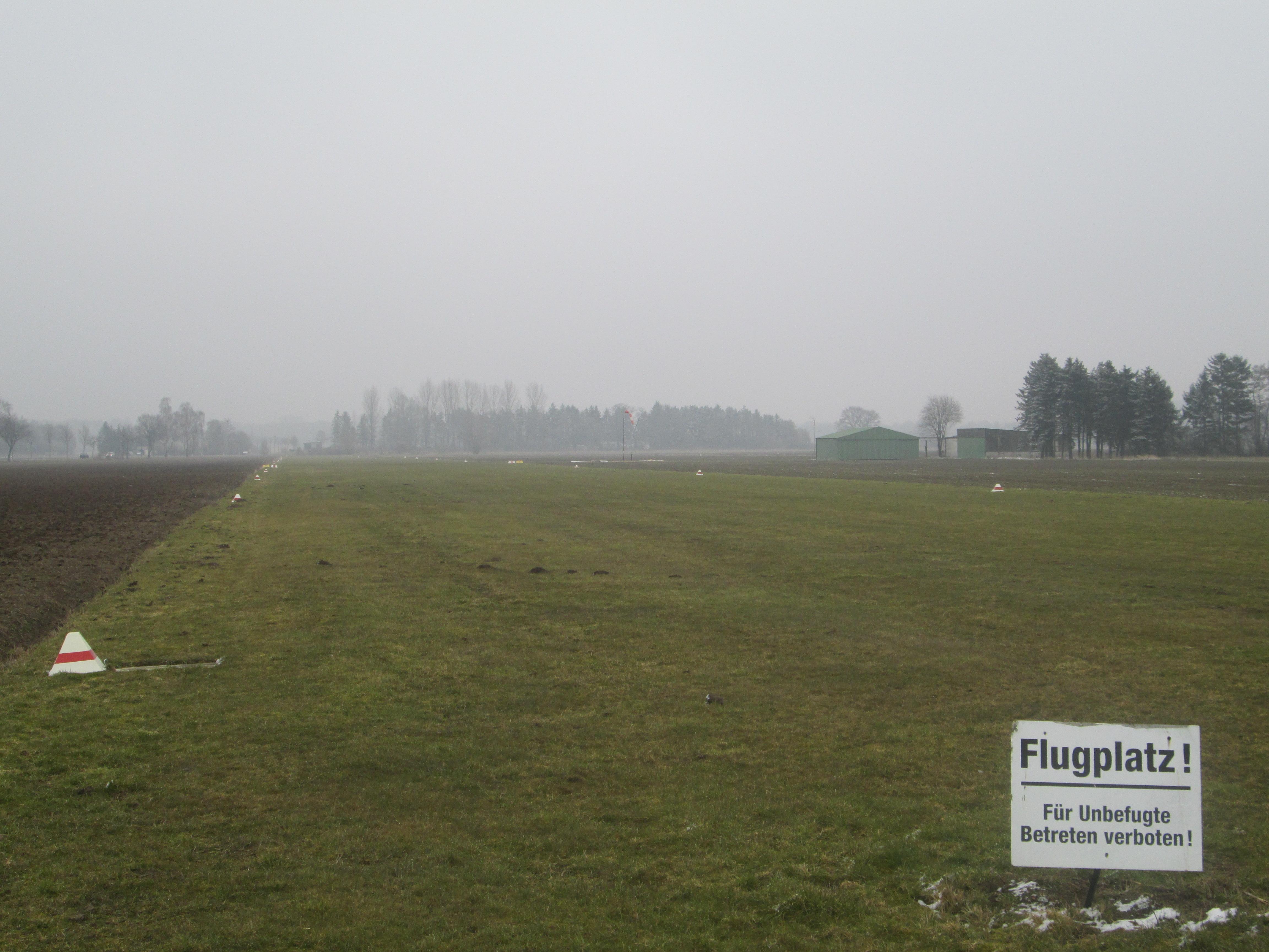 Noch eine Graspiste: Flughafen Oelde-Bergeler Fotos: © Torsten Schwichtenhövel