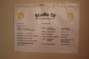 """Programminfo an der """"Studio 58""""-Tür"""