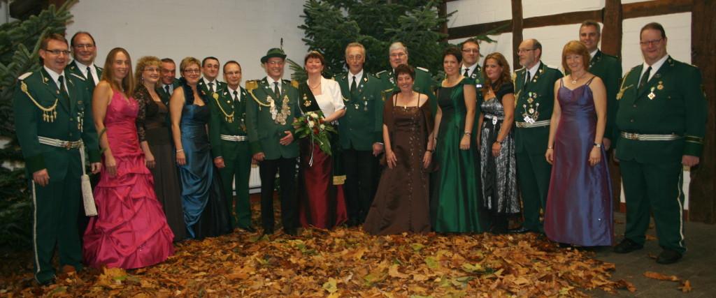 Das noch amtierende Königspaar Dieter III. und Bianka I. Tzscheutschler samt Throngefolge