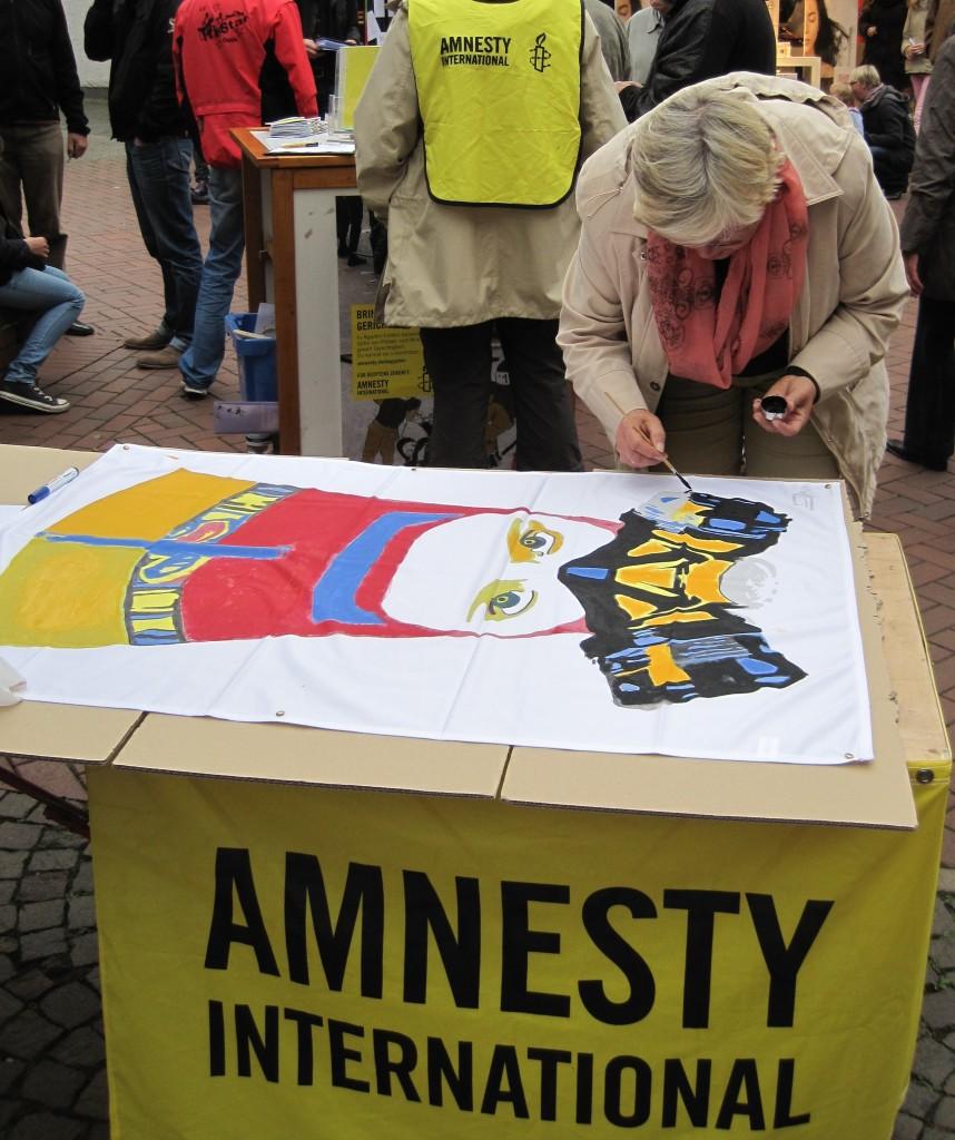 Oelder Bürger kommentieren das politische Geschehen in Ägypten mit Pinsel und Farbe. @ Birgit Wiemann