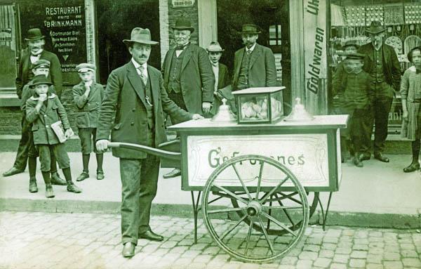 Vor 100 Jahren: Eisverkäufer Giovanni Martini in Recklinghausen Foto: petrafoede.de