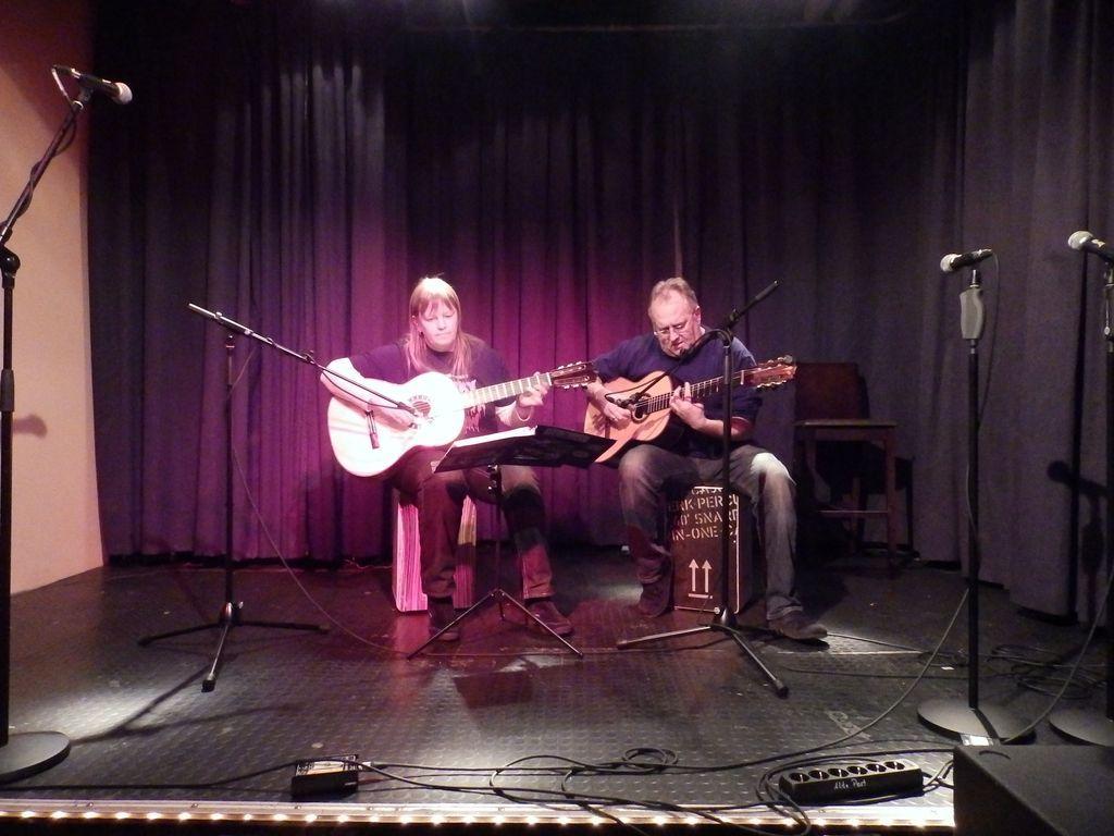 Stefanie Heinrich und Martin Bischoff zauberten auf ihren Gitarren