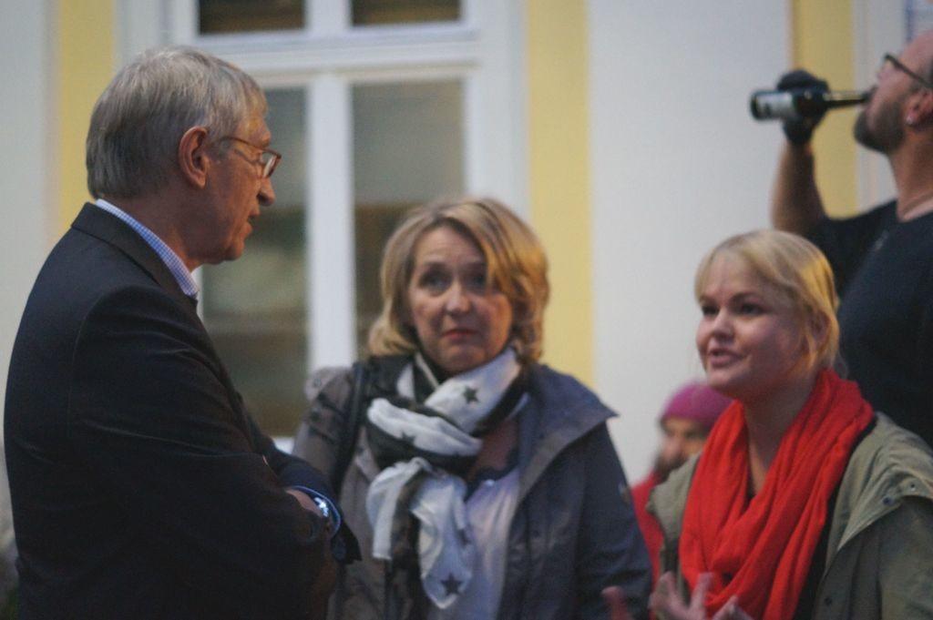 Bürgermeister Knop mit Nadine Diekmann, SPD Oelde, im Gespräch (rechte Seite)