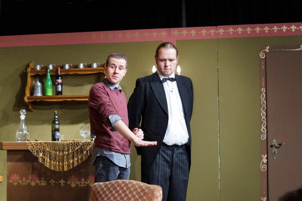 Hugo Geist spielt Fabian Thielbeer, während Butler Johann von Tobias Huster dargestellt wird