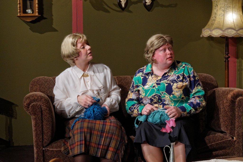 Eva Brameier und Mareen Brinkmann spielen die Tanten des Barons