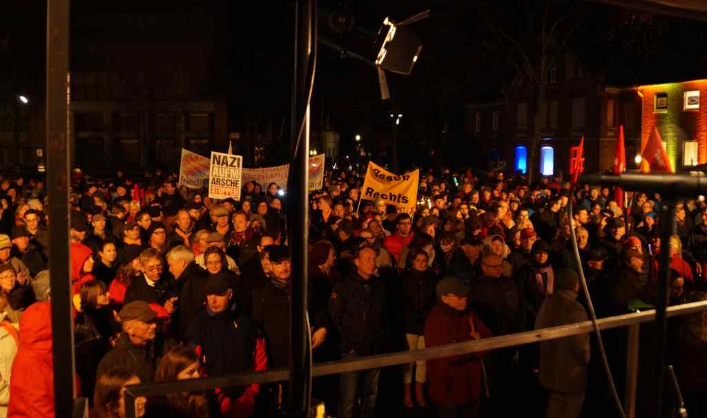 Am 16. November 2015 versammelten sich tausende Oelder zu einer Gegendemonstration einer Ausländerfeindlichen Gruppierung Foto: Torsten Schwichtenhövel