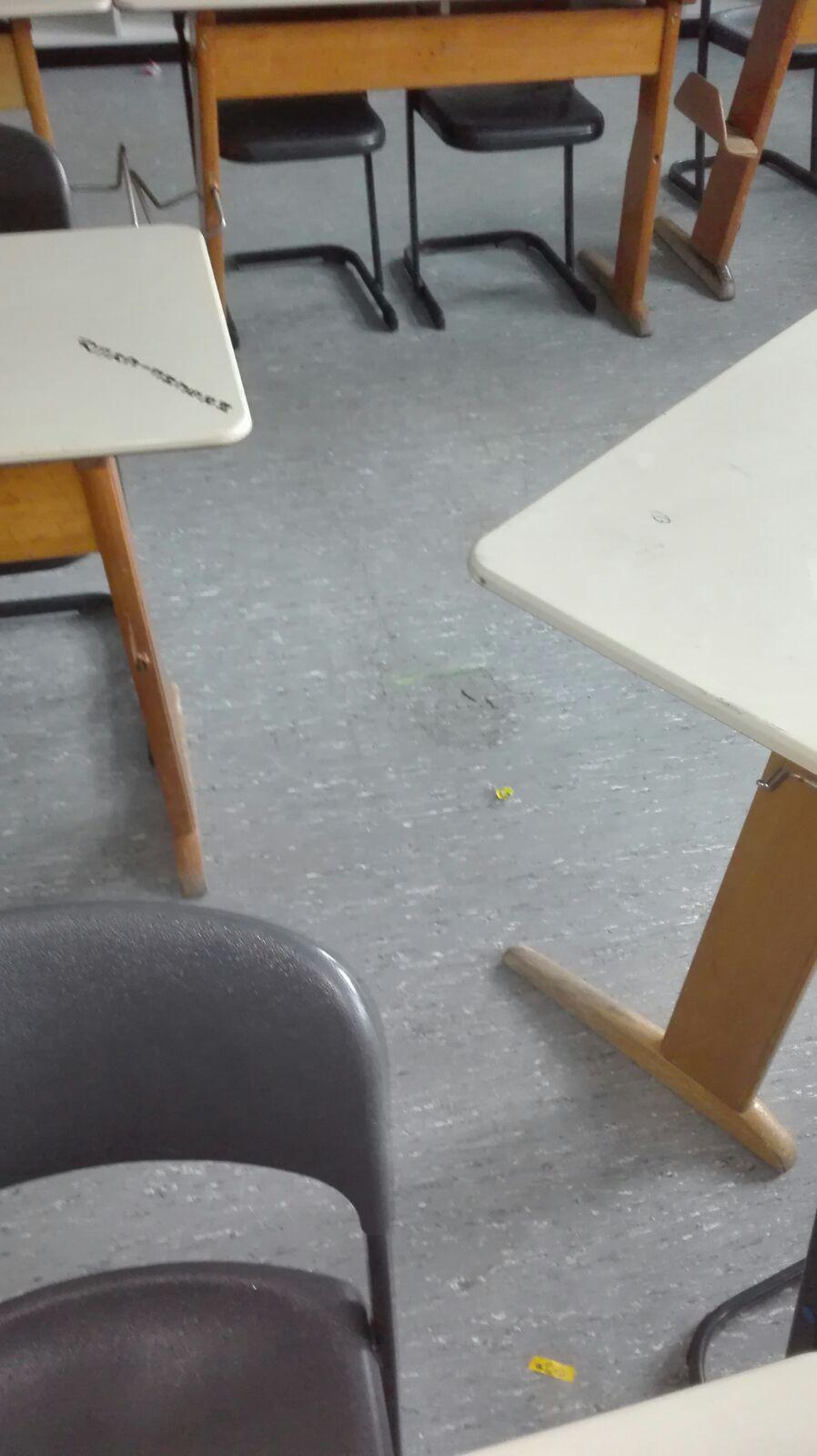 Real/ Gesamtschule Oelde Wasser im Klassenraum