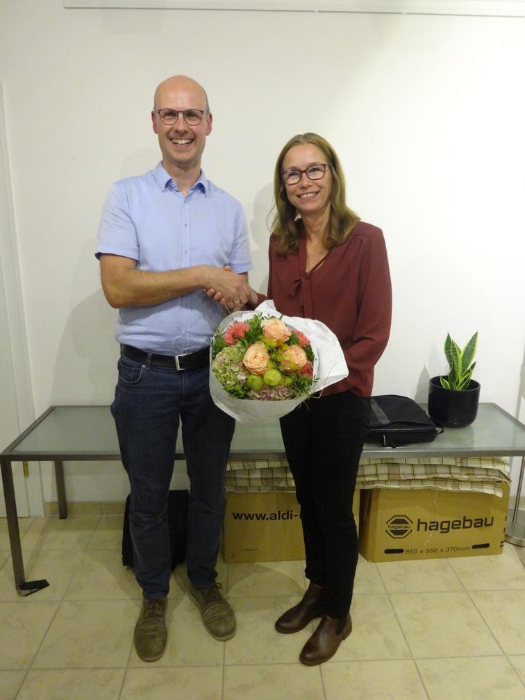 Stefan Rupieper gratuliert seiner Nachfolgerin Angelika Jadzinski